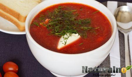 Пикантна супа от червено цвекло